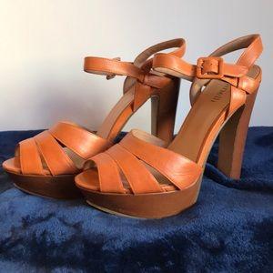 Sexy platform sandal, WOW!